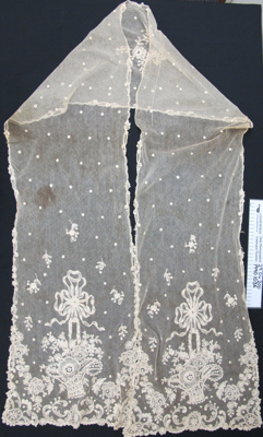 Lace shawl; Unknown; Unknown; 1990_1036