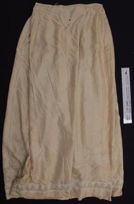 Cream silk skirt; Unknown; 19th Century; 2000_125_1