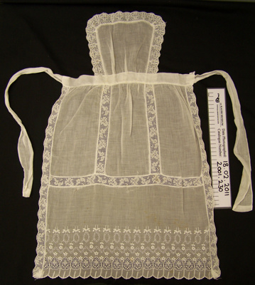 Apron; Unknown; Unknown; 2001_230