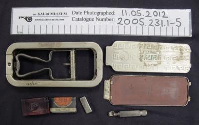 Rolls razor shaving set; 1939-1945; 2005_231_1-5