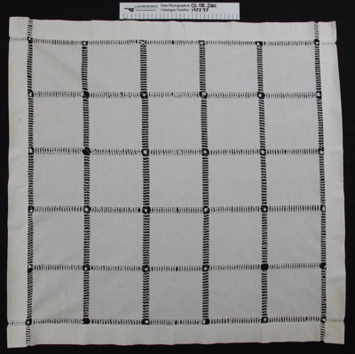 Tea cloth; Mrs Edith Jensen (nee Edwards); 1903; 1977_97
