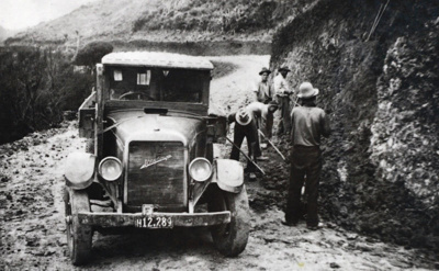 Road repairs about 1940., TC8423