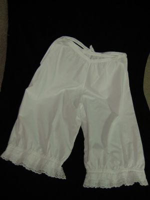Childs pair of white cotton bloomers with lace edg...