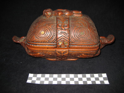 Beautifully carved box (waka huia) with Maori carv...
