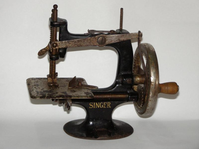 Miniature Singer Sewing Machine, Singer Manufacturing Co., 38