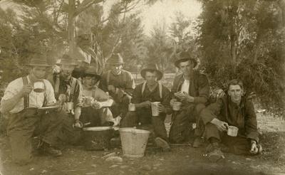 Photograph [Bush Picnic, Ratanui]; [?]; [?]; CT08.4839h