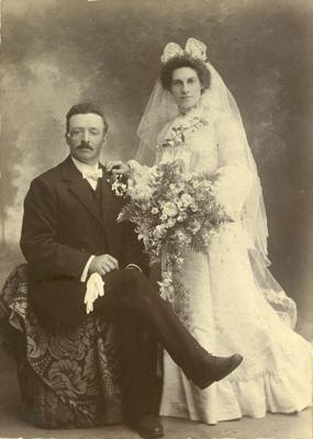 Photograph [Wedding portrait]; [?]; [?]; CT85.1735a2