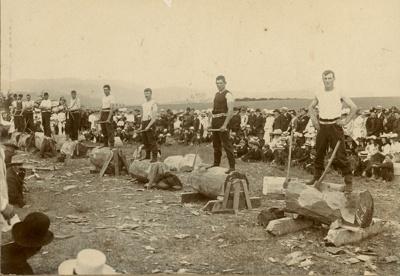 Photograph [Owaka Sports, 1905]; [?]; 1905; CT79.1051f
