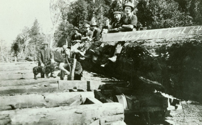 Photograph [Large log at White's Mill]; [?]; 1930-1931; CT86.1832a6