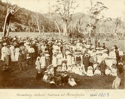 Photograph [Sunday School Picnic, Houipapa 1903]; [?]; 1903; CT79.1020e