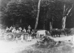 Photograph [Going picnicking]; [?]; c1890s-1900s; 2010.568