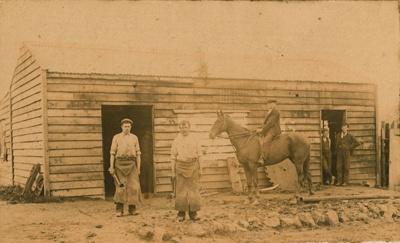 Photograph [Mr Richardson's shop]; [?]; c1890; CT79.1052a