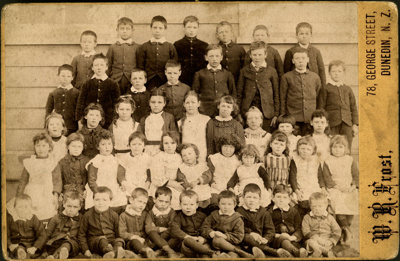 Photograph [School students]; Frost, W R; [?]; CT79.1287a