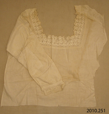Fragment, nightdress; [?]; [?]; 2010.351