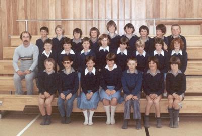Photograph [Catlins Area School class]; [?]; c1980s-1990s; CT4583.3