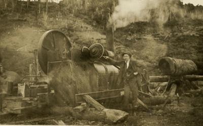 Photograph [Isaac Gordon Dryden at sawmill]; [?]; 13.01.1998; CT98.2082k