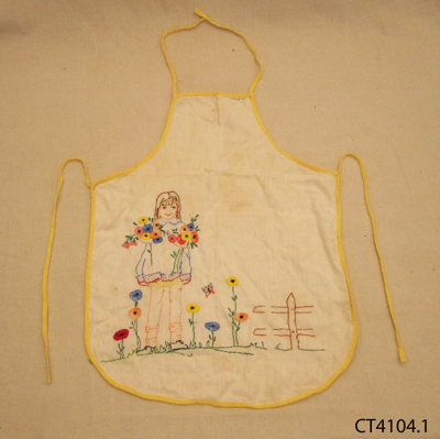 Apron, girl's; [?]; 1940s; CT4104.1