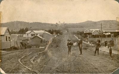Photograph [Main Street, Owaka]; [?]; early 1900s[?]; CT82.1454e