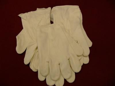 3 pair white gloves. Lodge.; -; 0000.0779