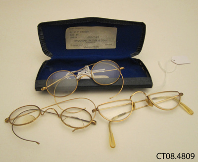 Spectacles and case; Bridgman, Fastier & Dean; [?]; CT08.4809