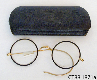 Spectacles and case; Peter Dick, Optician; CT88.1871a