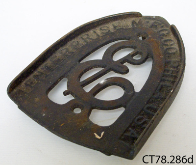 Trivet, laundry iron; Enterprise Mfg Co; CT78.286d