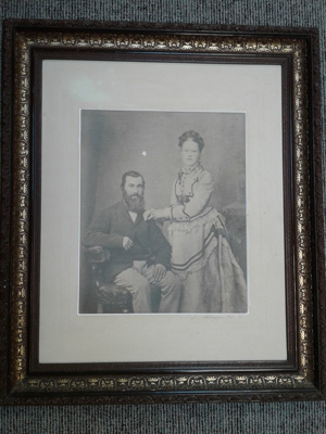 Portrait photo of Mr & Mrs Friend (James and Mary); American Photo Coy; ?; CT81.1451C