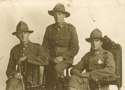 Photograph [Three soldiers]; [?]; 09.09.1918; CT96.2074.4