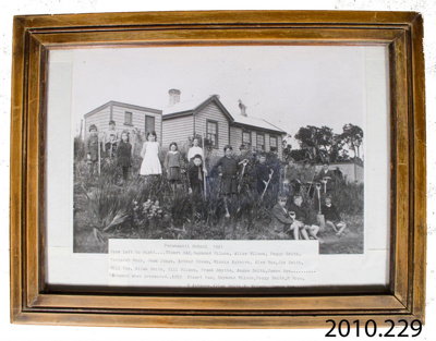 Photograph [Purakauiti School 1921]; [?]; 1921; 2010.229