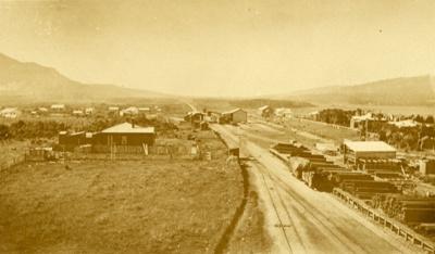 Photograph [Tahakopa Railway Siding and Township]; [?]; [?]; CT85.1801f.2