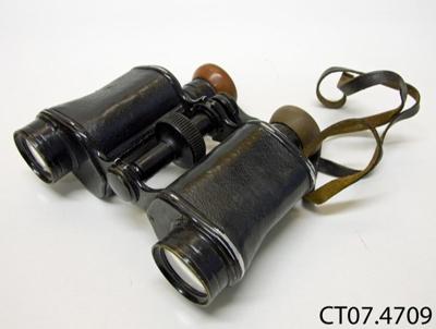 Binoculars; [?]; [?]; CT07.4709