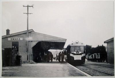Photograph [Rail-car at Owaka station]; Devlin, Ken (Mr); 15.03.1958; CT88.1864a
