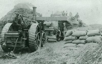 Photograph [Stewart Webb's threshing mill]; C J Clark, Oamaru; 1902?; 2010.566