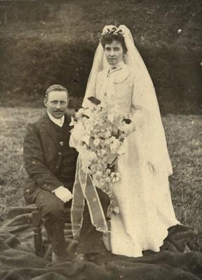Photograph [Wedding portrait]; [?]; [?]; CT85.1735a4