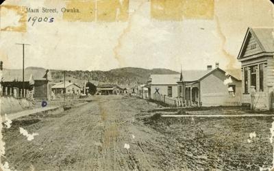 Photograph [Main Street, Owaka]; [?]; c1900; CT82.1454c