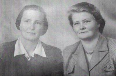 Phyllis and Joyce Wharfe; 16-278