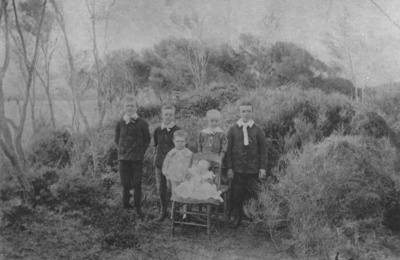 The McKelvie Family Children.; 16-31
