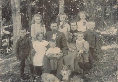Leslie Family ; 16-229
