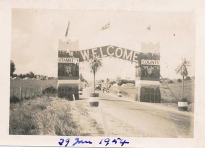 Royal Visit to NZ, Kaiwaka 1954; 18-152