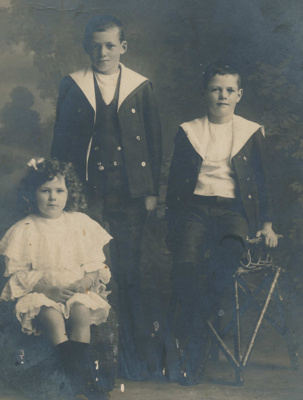 Meale Family; 19-121
