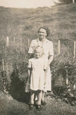 Edna & Beryl Rashleigh; 18-147