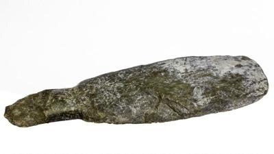 Maori  Mere ; 211