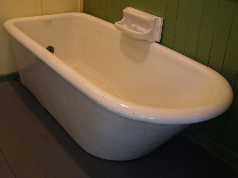 Bath; Rufford & Co. Manufacturers Stourbridge; 21 on NZ Museums