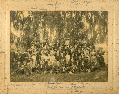 Group photo of the settlers of Te Aroha