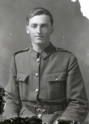 World War One soldier; 725