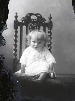Child portrait; 564