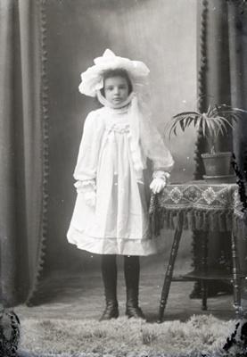 Girl portrait; 607