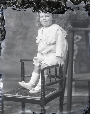 Child potrait; 583