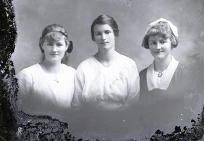 Three women; 499