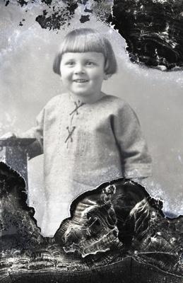 Little girl portrait; 478